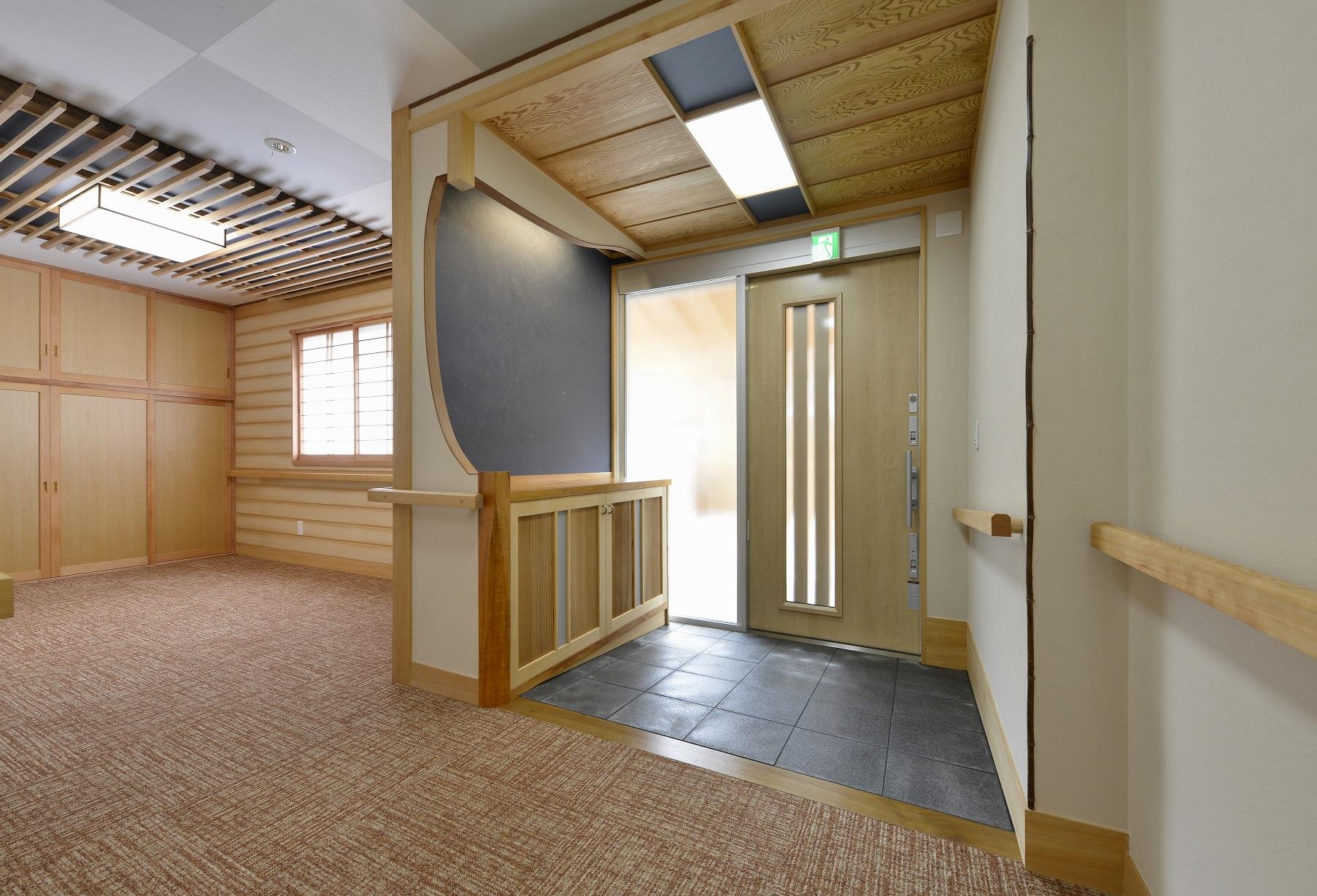 【造作建具】玄関まわりの銘木家具【隠す収納】