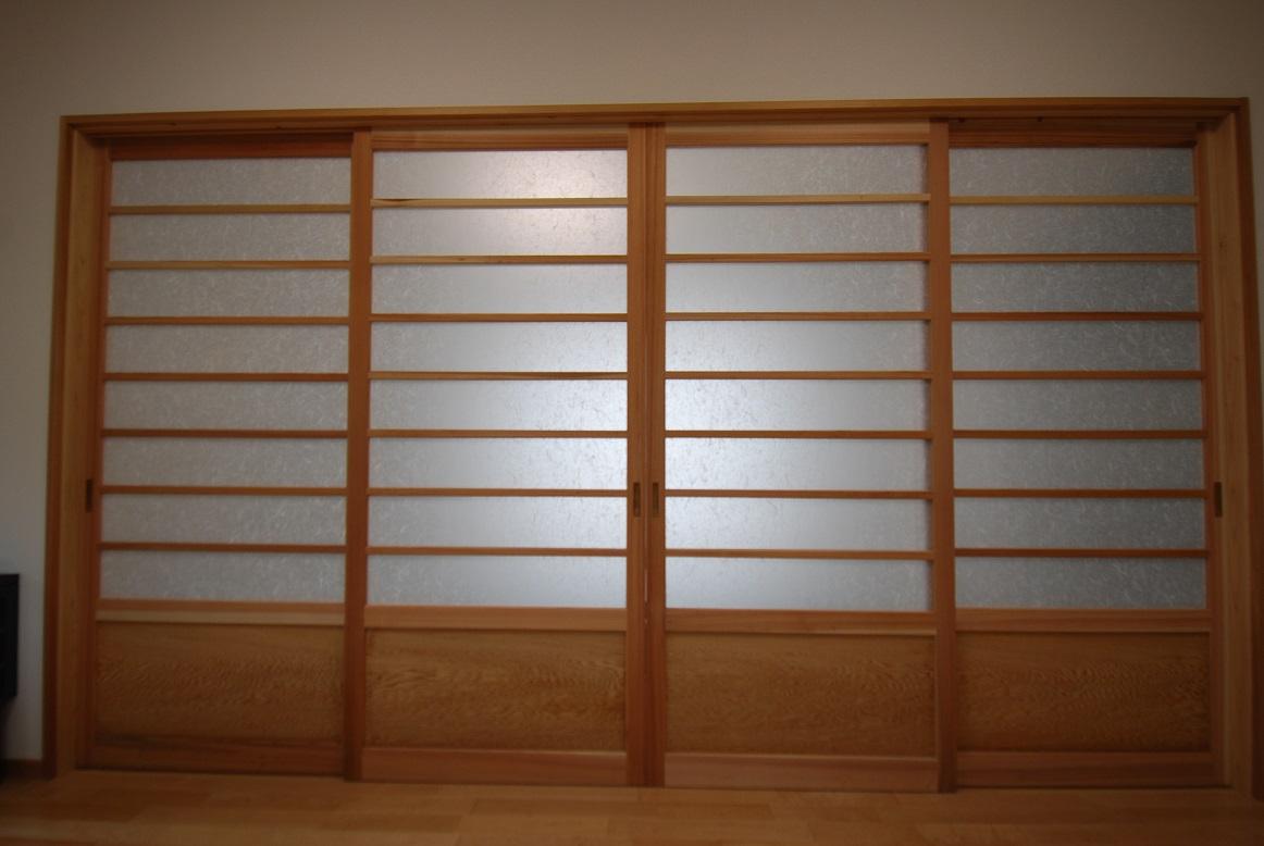 【造作建具】腰板付きの戸が実にモダン【木目に注目】